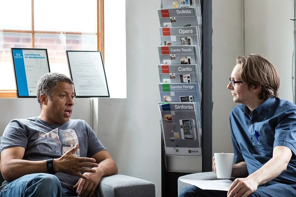 two men having an informal meeting - how confidence affects communication